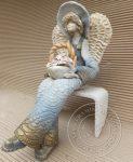 Anioł ogrodnik siedzący z koszem wys. 30cm